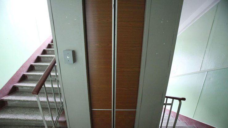 ВЛуцке неисправный лифт раздавил девушку
