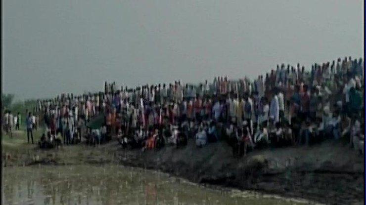 ВИндии перевернулась лодка, 19 погибших