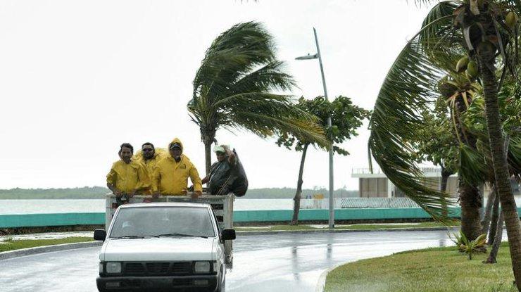 Разрушительный шторм «Макс» надвигается намексиканское побережье