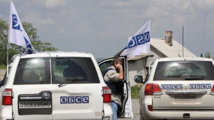 ОБСЕ зафиксировала 40 танков и60 фургонов боевиков вДонбассе