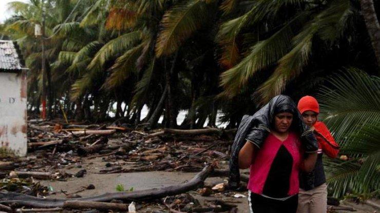 Наамериканских Виргинский островах объявлен режимЧП из-за приближающегося урагана «Мария»