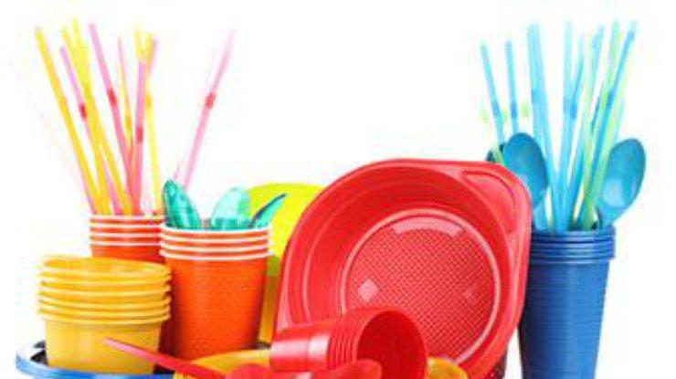 В ЕС готовятся к запрету одноразовой посуды и ватных палочек