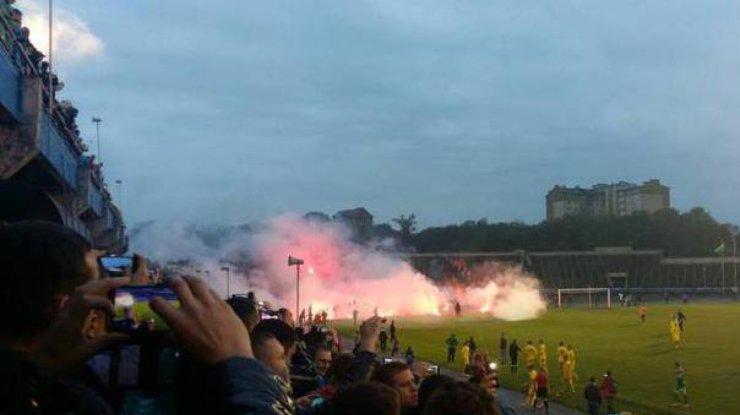 Фанаты побили футболиста сборной государства Украины вовремя матча