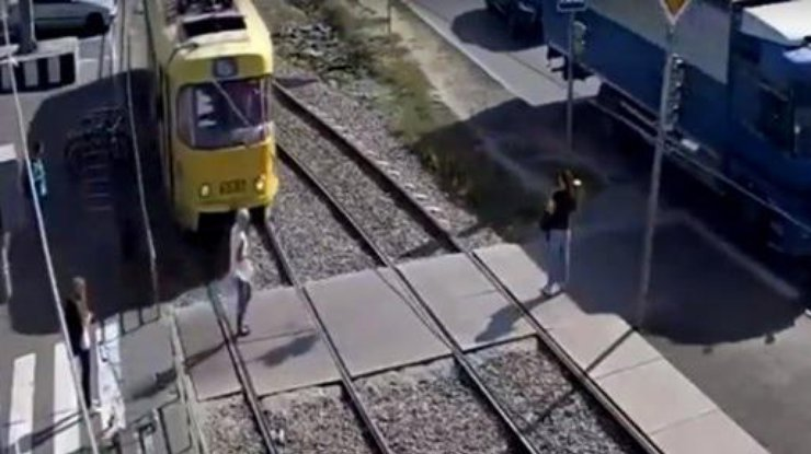 ВХарькове трамвай сбил женщину: пострадавшая в«неотложке»