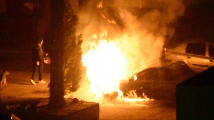 ВЖитомирской области неизвестные подожгли автомобиль депутата