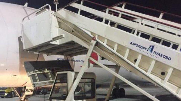 Сотрудника Пулково задержали поделу падения матери иребёнка страпа