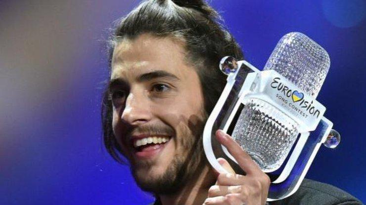 Победителя «Евровидения» выписали из клиники после пересадки сердца