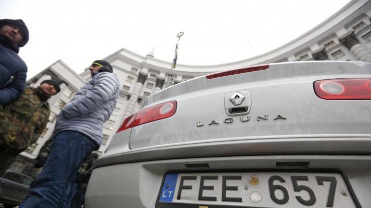 Владельцы «евробляхи» должны платить взносную пошлину,— Гройсман