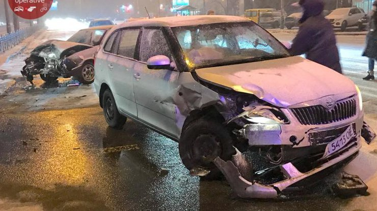 Таксист протаранил машину сбеременной дамой — ДТП вКиеве