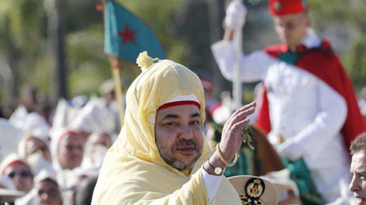 Спящего сМеланией короля Марокко сняли навидео