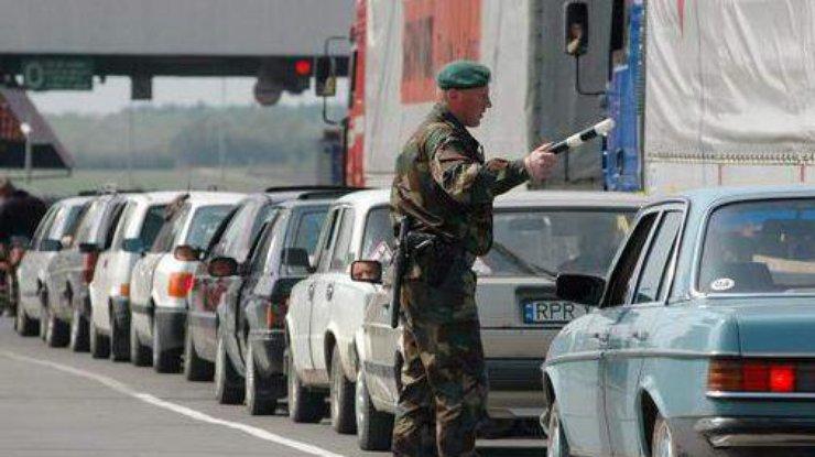 Украинцы едут домой: назападной границе очереди