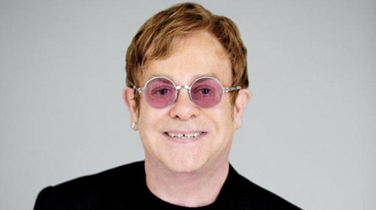 Элтону Джону едва невыбили зубы наконцерте вЛас-Вегасе