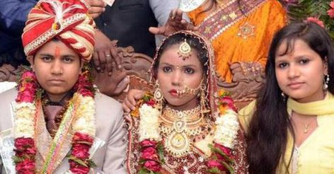 Женщина женилась на девушке