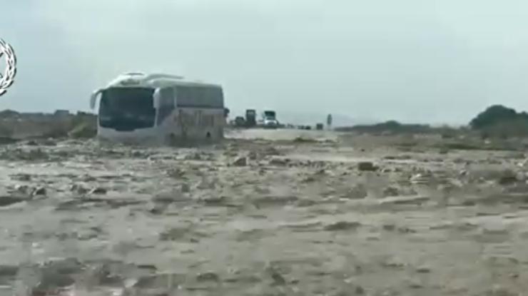 НаМертвом море туристы застряли из-за наводнения