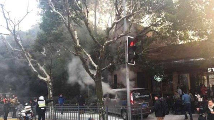 Очевидно, теракт: ВШанхае фургон въехал втолпу пешеходов