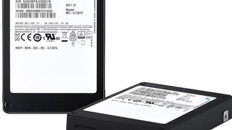 Компания Самсунг представила SSD-накопитель срекордной емкостью