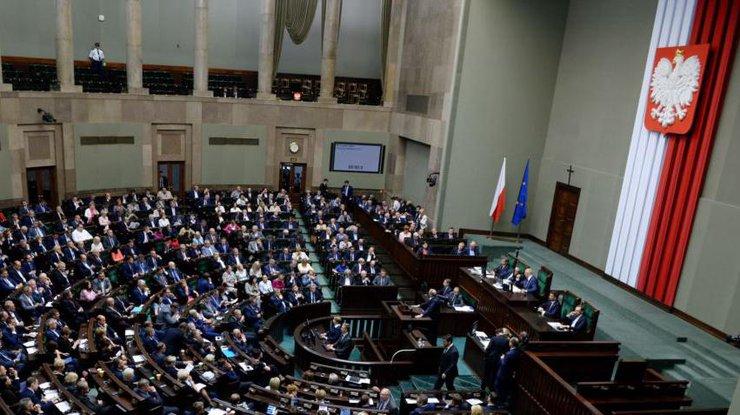 ВВаршаве говорят, что обновленный «исторический» закон незаморозят