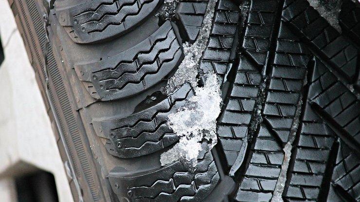 ВоЛьвовской области от грузового автомобиля отлетело колесо иубило женщину