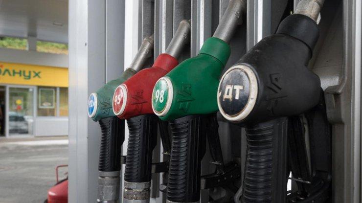 Сколько стоит заправить машину 12марта— Бензин продолжает дешеветь