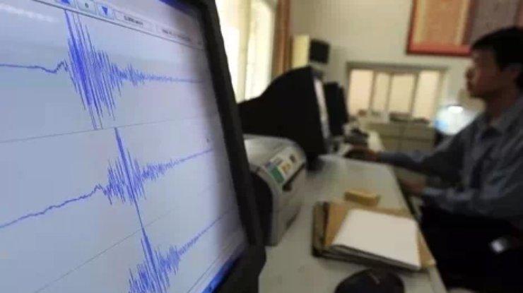 Сильное землетрясение случилось уберегов Индонезии