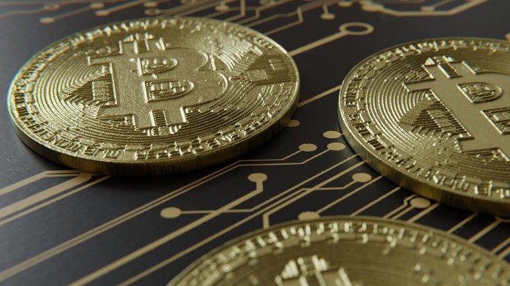 Курс биткоина опустился ниже 7,5 тыс.  долларов замонету