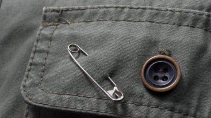 Булавка от сглаза — как носить и заговорить оберег