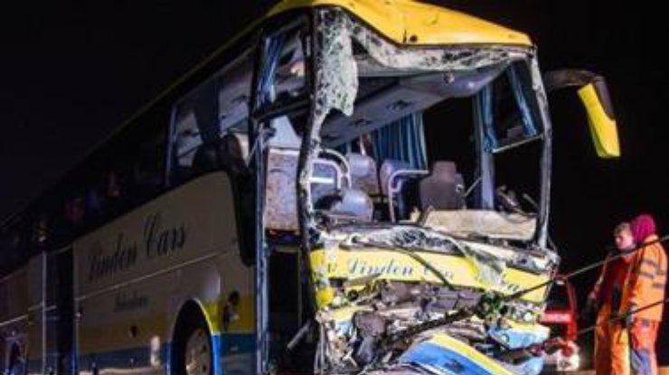 Автобус с 40 иностранными туристами перевернулся в Баварии