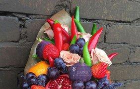 Цветочно-фруктовый букет / Фото: pinterest