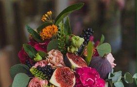 Цветочно-фруктовая композиция / Фото: pinterest