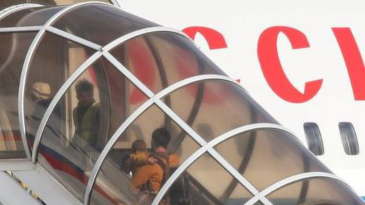 Самолет спокидающими США российскими дипломатами вылетел в столицуРФ
