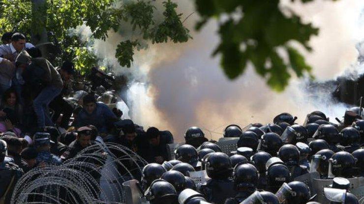Демонстранты вЕреване перекрыли дорогу вмеждународный аэропорт «Звартноц»