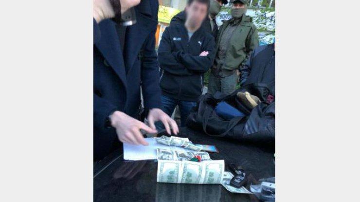 ВКиеве навзятке попался работник СБУ