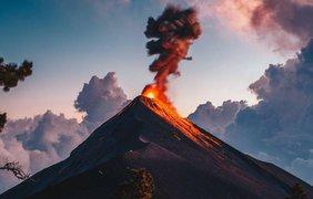 1. Вулкан Огня. Фото: ANGEL BORRAYO, NATIONAL GEOGRAPHIC YOUR SHOT