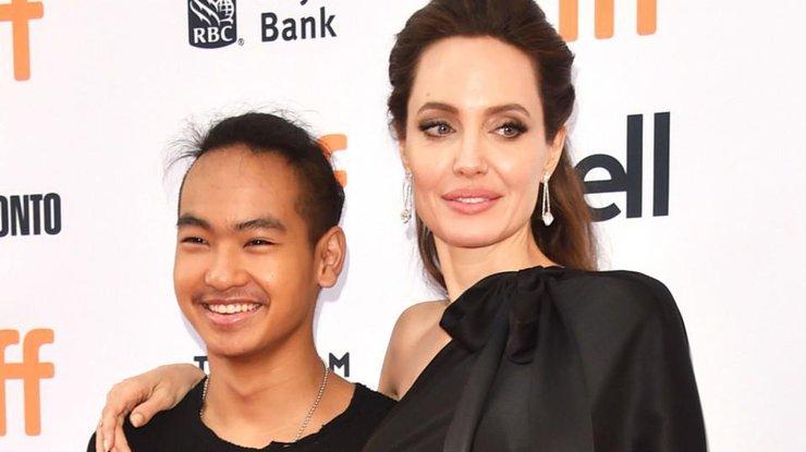 Старший сын Анджелины Джоли хочет уйти отматери