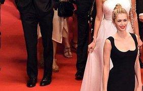 Вера Брежнева покрасовалась в платье от Versace