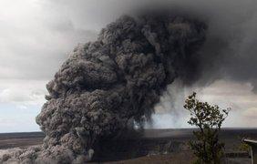 Последнее извержение сопровождалось мощными взрывами, которые застелили небо пеплом и дымом. Фото: УНН