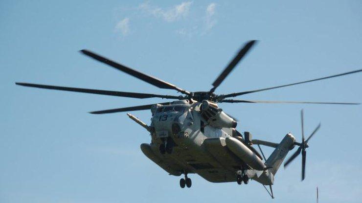 ВСША военный вертолет ошибочно скинул накрышу школы контейнер сбоеприпасами