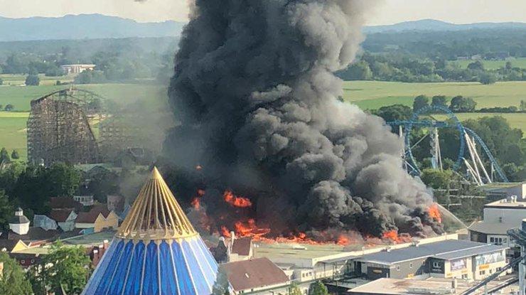 Пожар уничтожил аттракцион впарке развлечений вГермании
