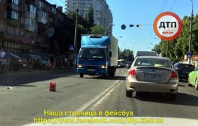 Лужи крови: В Киеве грузовик сбил пешеходов