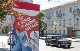 Назад в прошлое: в центре Киева развесили советские плакаты