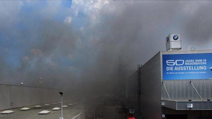 ВГермании три человека пострадали впожаре назаводе БМВ