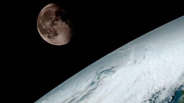 На движение Земли в космическом пространстве влияет множество факторов.
