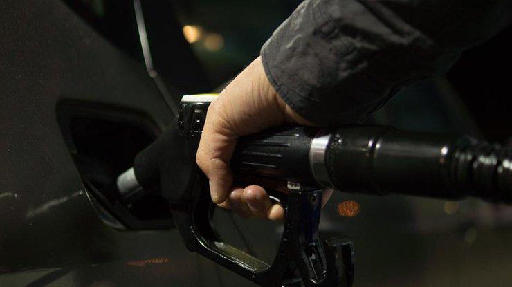 Bloomberg назвал страны ссамым дорогим и недорогим бензином вмире
