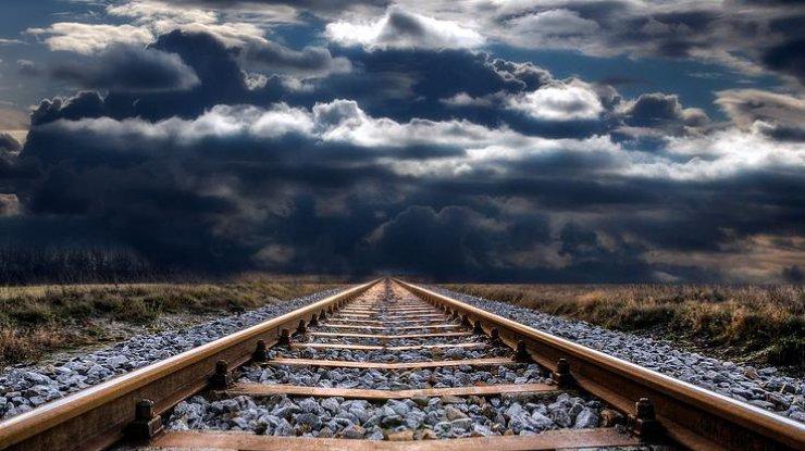 На станции «Дарница» при попытке залезть на цистерну погиб подросток