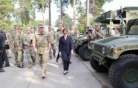 Церемония передачи прошла при участии посла США в Украине. Фото: МОУ
