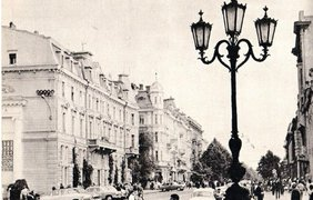 Фото: Площадь перед Оперным театром, вид на Ришельевскую
