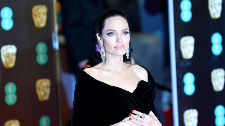 Неузнать: Анджелина Джоли поразила внешним обликом насъемках