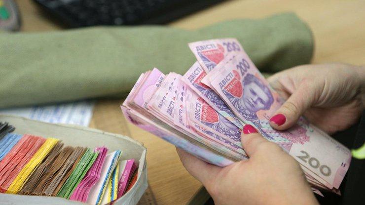 ВКабмине анонсировали заработной платы по15 тыс.