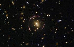 Галактическое скопление SDSSJ0146-0929 Фото: ESA