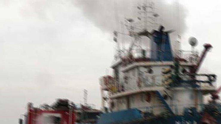 ВСтамбуле два человека погибли впожаре натанкере всудоверфи